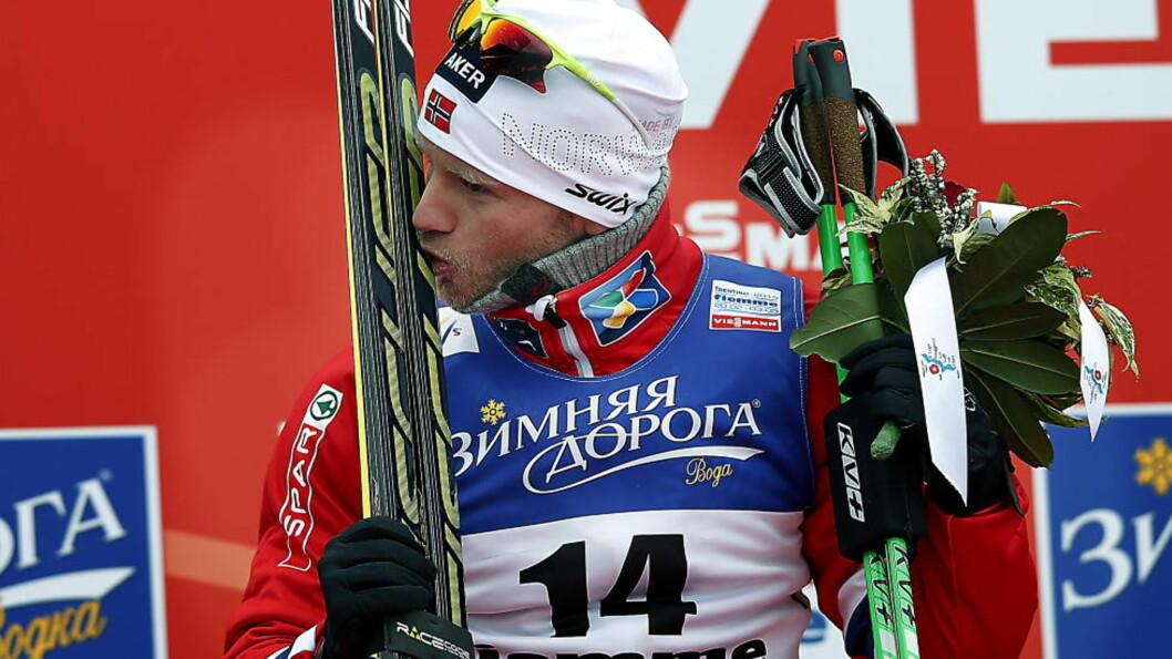 <strong>Val di Fiemme  20130223 :</strong>     Martin Johnsrud Sundby kysser skiene sine. VM på ski 2013. Val di Fiemme.  Foto: Bjørn Langsem / DAGBLADET.