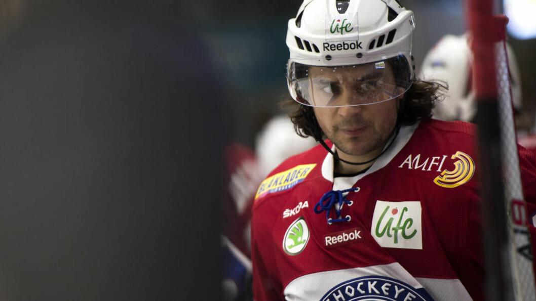 <strong> FIRE SEKUNDER:</strong> Mats Zuccarello Aasen ble matchvinner i oppgjøret mellom Metallurg og Salavat Julajev i KHL-sluttspillet tirsdag. Den avgjørende scoringen kom fire sekunder før slutt. Foto: Tommy Ellingsen / NTB scanpix