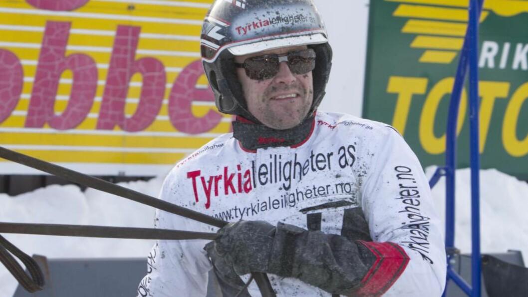 SMILER BREDT Kai Johansen bare smiler for tiden. Han vinner løp som aldri før og er vinnertippet i Dagbladet i fire av seks V65-løp. Foto: HESTEGUIDEN.COM.