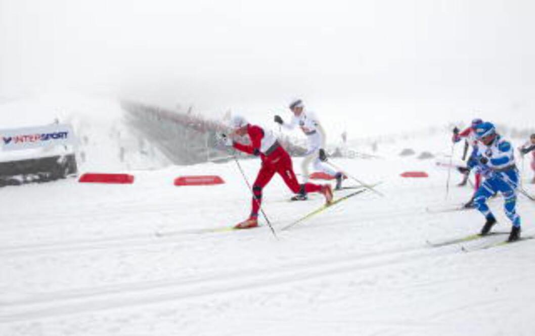 <strong>SLAKTET MODIN:</strong> Petter Northug var lite imponert over Jesper Modin etter lagsprinten i Holmenkollen i 2011.   Foto: Gorm Kallestad / Scanpix