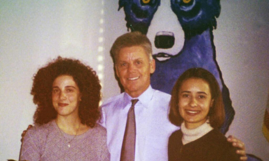 SAMMEN: Chandra Levy (t.v.) på kontoret til daværende kongressrepresentant Gary Condit i 2000 sammen med en annen praktikant, Jennifer Baker. Foto: POLARIS