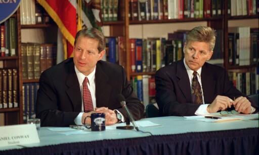 MED GORE: Gary Condit (t.h.), her sammen med daværende visepresident, Al Gore, var en svært mektig demokratisk politiker før karrieren tok slutt. Foto: POLARIS