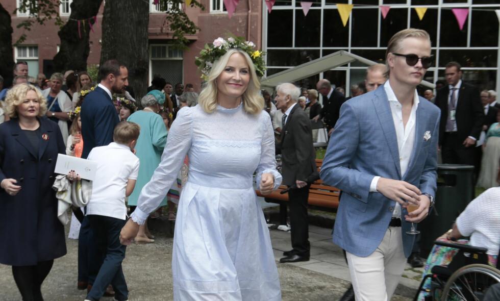 """SELGER LUKSUSVARER: Etter planen flytter kronprinsesse Mette-Marits eldste sønn til USA etter jul. Nå selger Marius Borg Høiby (t.h.) unna luksusvarer på nettmarkedet Finn.no. &nbsp;<span style=""""background-color: initial;"""">Foto: Lise Åserud / NTB scanpix</span>"""