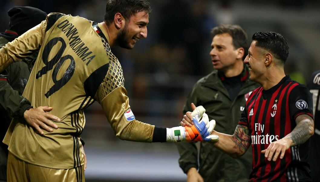 <strong>196 CM:</strong> AC Milans Gianluigi Donnarumma er høyere enn de fleste andre på italienske fotballbaner. Foto: AFP PHOTO / MARCO BERTORELLO