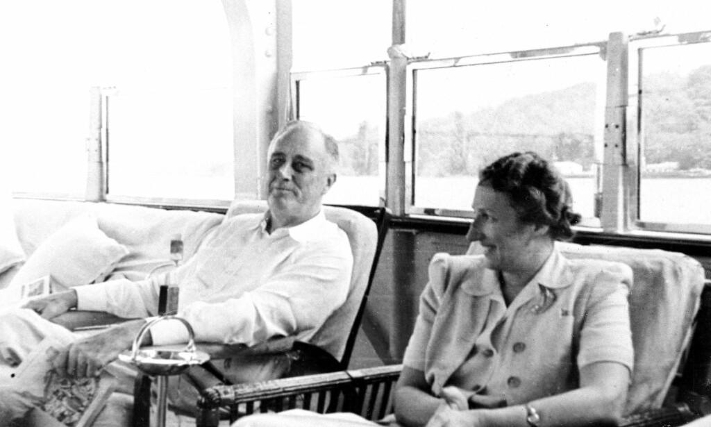 NÆRT FORHOLD: Franklin D. Roosevelt og kronprinsesse Märtha av Norge fotografert sammen i USA under krigen. Foto: NTB SCANPIX