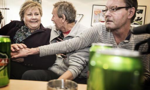 GOD KJEMI: Beboerne satte stor pris på besøket fra Erna Solberg (H) og de andre partilederne. Alle foto: Hans Arne Vedlog / Dagbladet