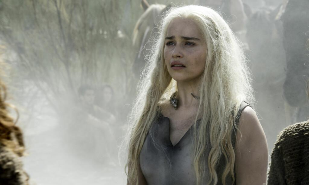 LEKKASJER: Både bilder fra innspilling og detaljer fra neste «Game of Thrones»-sesong har lekket ut. Her Emilia Clarke som Daenerys Targaryen. Foto: HBO