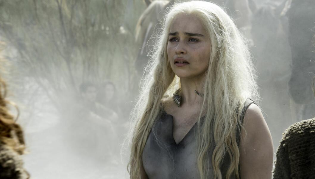 <strong>LEKKASJER:</strong> Både bilder fra innspilling og detaljer fra neste «Game of Thrones»-sesong har lekket ut. Her Emilia Clarke som Daenerys Targaryen. Foto: HBO
