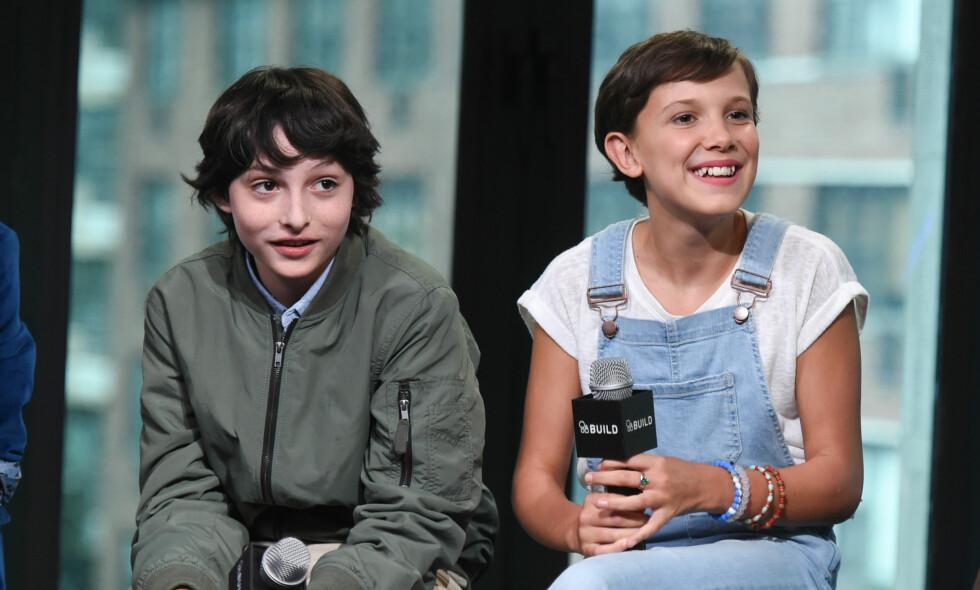 MÅTTE KYSSE: Finn Wolfhard, som spiller Mike, og Millie Bobby Brown, som spiller Eleven, hadde mye med hverandre å gjøre under innspillingen av «Stranger Things». Nå røper Brown at hun hadde sitt første kyss på settet, og at det var sammen med Finn. Foto: Evan Agostini/Invision/AP