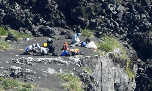 UTFORSKER ØY: Forskerne ønsker å se nærmere på hvordan den vulkanske øya ble til. Forskerne gikk i land på øya Nishinoshima i forrige uke. Foto: Kyodo/via REUTERS