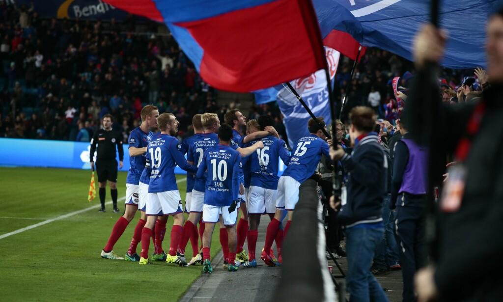 1-1: Vålerenga-spillerne feirer utlikningen til Vajebah Sakor. Foto: Håkon Mosvold Larsen / NTB scanpix