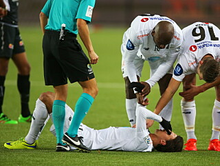 UTRØSTELIG: Ingen klarte å trøste Rafik Zekhnini etter enda en skade. Foto: Trond Reidar Teigen / NTB scanpix