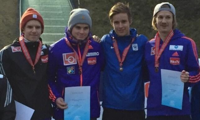 TIL TOPPS: Halvor Egner Granerud (t.v.) var på vinnerlaget i NM i laghopp. Det var også Fredrik Eirinsønn Villumstad, Marius Lindvik og Tom Hilde. FOTO: TORE ULRIK BRATLAND