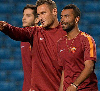 TRENING: Francesco Totti og Cole. Foto: AFP PHOTO/PAUL ELLIS