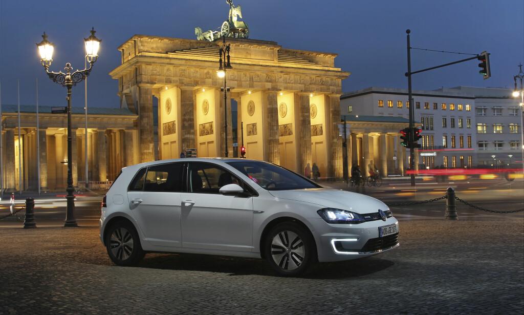 «LONESOME RIDER»: Golf er eneste bil på den globale topp 4-listen som selges i Norge. Foto: Volkswagen