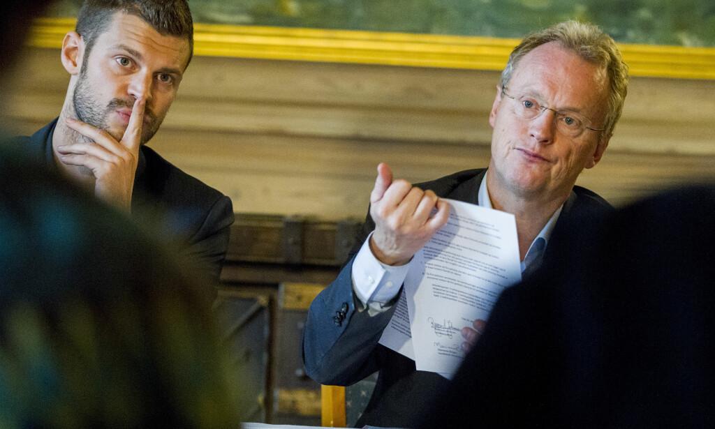 KOMMERSIELLE: Rødt-leder Bjørnar Moxnes (t.v.) og byrådsleder Raymond Johansen (Ap) vil hindre kommersielle selskaper å drive barnehager. Foto: Vegard Wivestad Grøtt / NTB scanpix