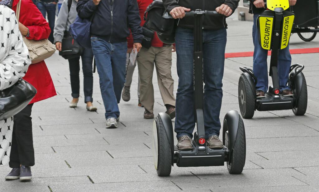 IKKE I FYLLA: Tohjulingen  Segway ble tillat i bruk i Norge den 1. juli 2014. I dag kom Høyesterett med avgjørelsen om at det ikke gjelder med promille. Foto: Terje Bendiksby / NTB scanpix