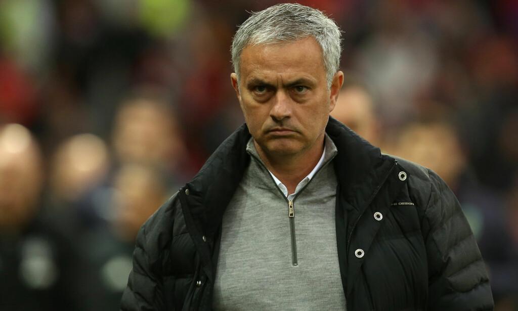MISFORNØYD: José Mourinho kan vente seg en strengt straff etter utbruddet mot dommer Mark Clattenburg i pausen i 0-0-kampen mot Burnley lørdag. Foto: Philip Oldham / BPI / REX / Shutterstock / NTB Scanpix