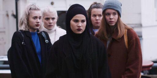 image: «Går muslimske jenter på kafé?», «stemmer det at dere ikke kan ha kjæreste?», «hvorfor går du ikke med tørkle?»