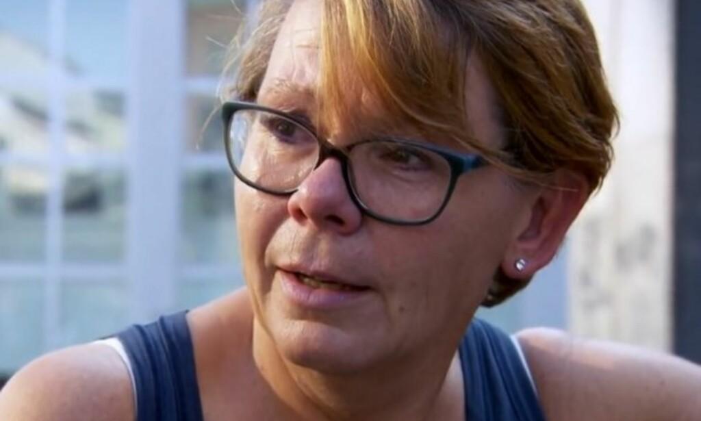LITT AV EN OVERRASKELSE: Lene tok til tårene da hun fikk beskjed om at en ukjent person valgte å overføre penger til henne. Foto: Skjermdump / TV3