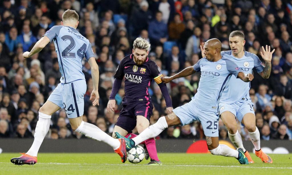 DUELL: Lionel Messi og Fernandinho. Foto: Reuters / Darren Staples