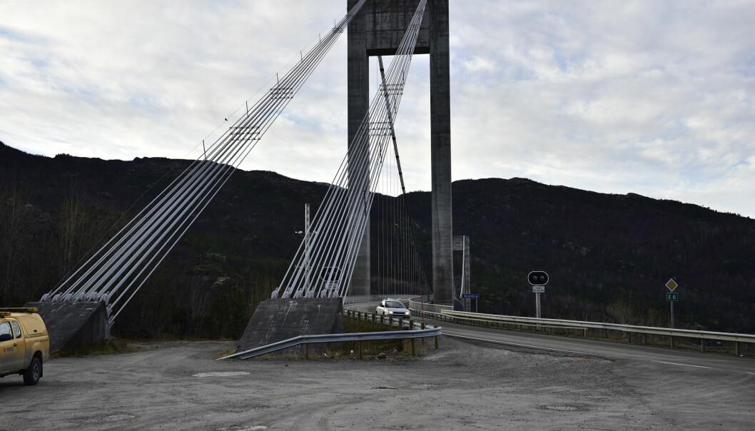 <strong>ÅSTED:</strong> Ved enden av denne broa skal drapet og drapsforsøket ha skjedd. Foto: Lars Eivind Bones / Dagbladet