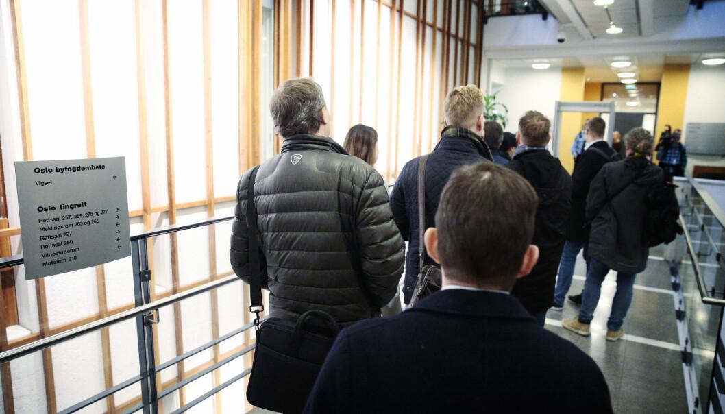 SIKKERHET: Presse og tilhørere som skal inn i rettssalen, må gjennomgå en grundig sikkerhetskontroll. Foto: Bjørn Langsem / Dagbladet