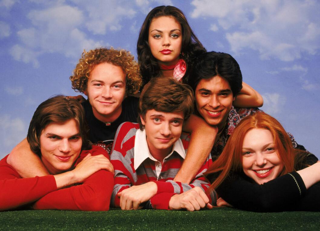 SUKSESS: Mila Kunis gjorde suksess gjennom sin rolle i tv-programmet «That´70 Show i slutten på 90-tallet. Her sammen med sine medskuespillere.  Foto: 20TH CENTURY FOX / Album