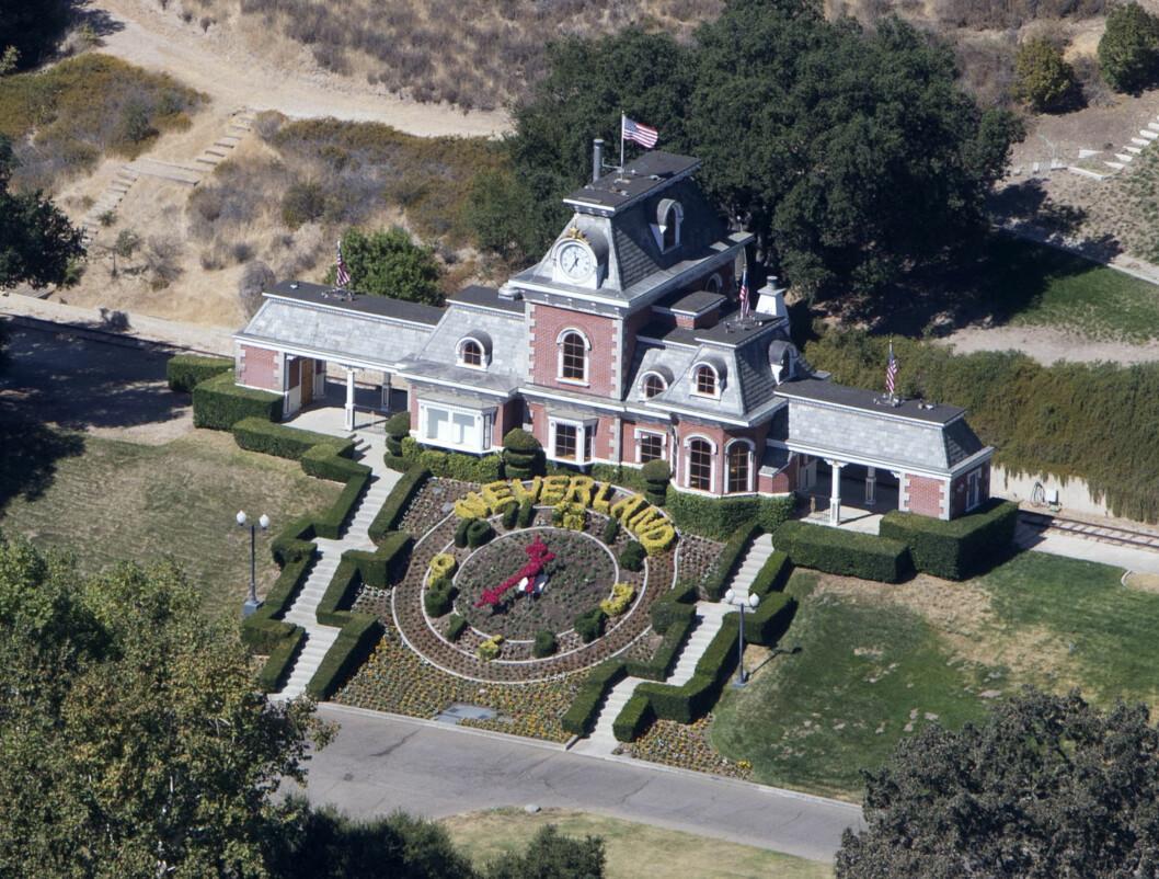 NEVERLAND: Det er dette huset Paris Jackson vil tilbake til.  Foto: Splash News