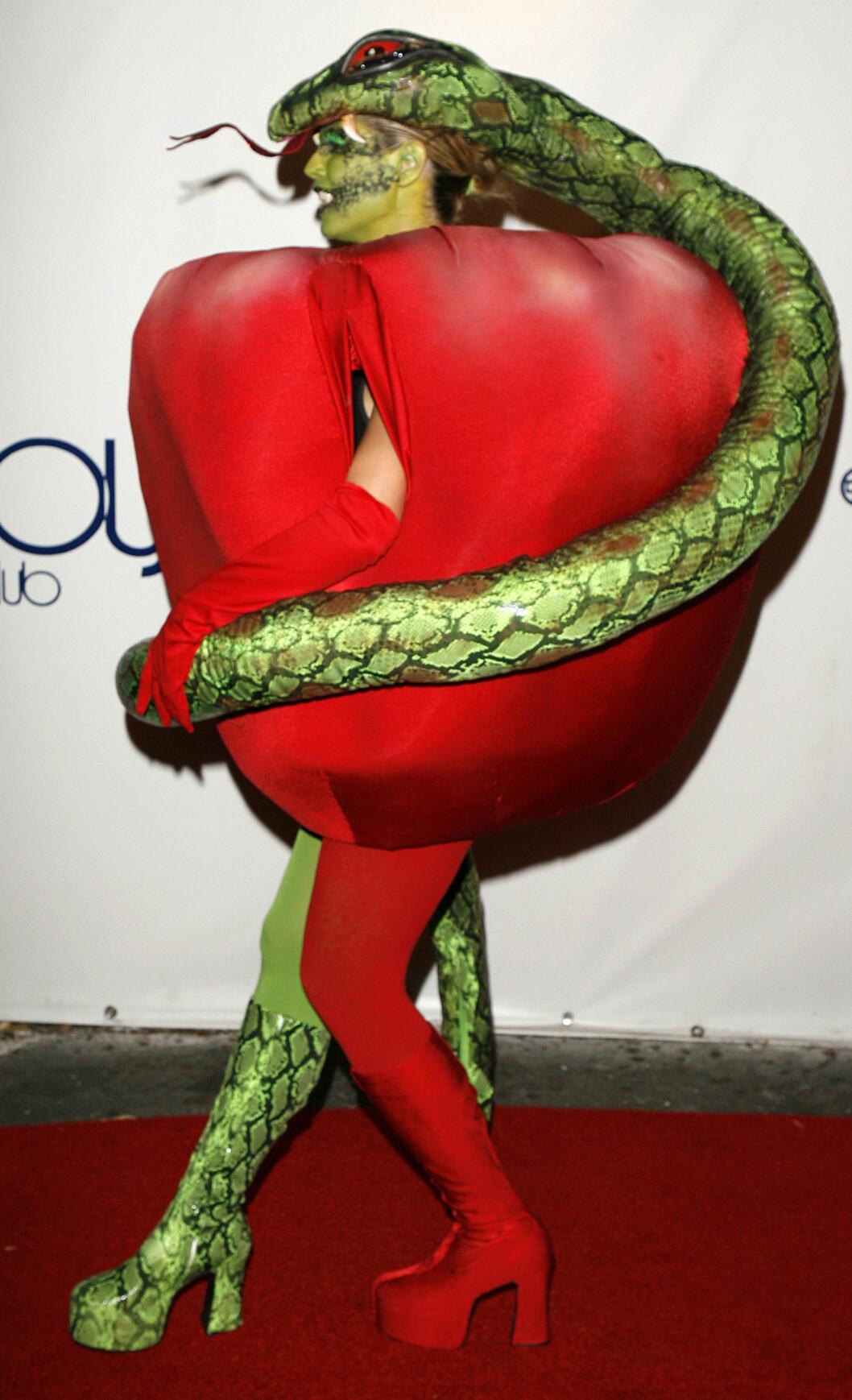 EDENS HAGE: Heidi Klum utkledd som et eple fra Edens hage. Foto: AP