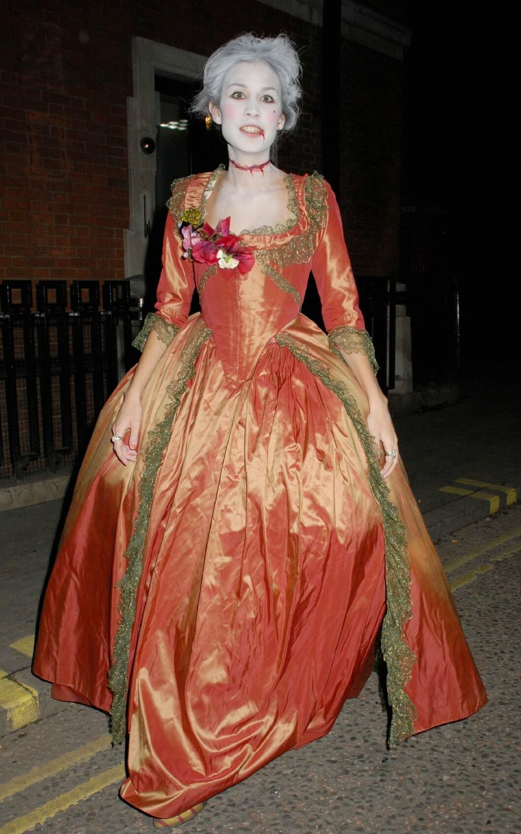 Alexa Chung på Halloween-fest i England i 2008. Foto: WENN.com