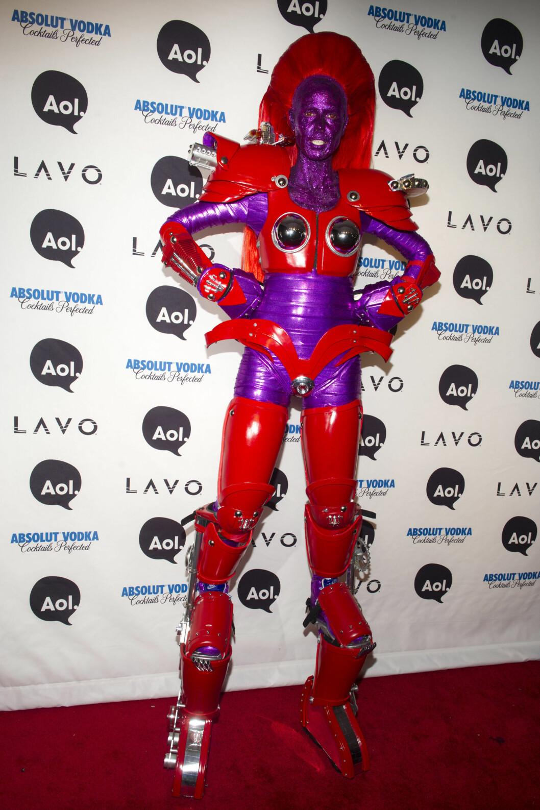 """HØY: Heidi Klum i """"Transformer""""-kostyme i New York i 2010. Foto: Ap"""