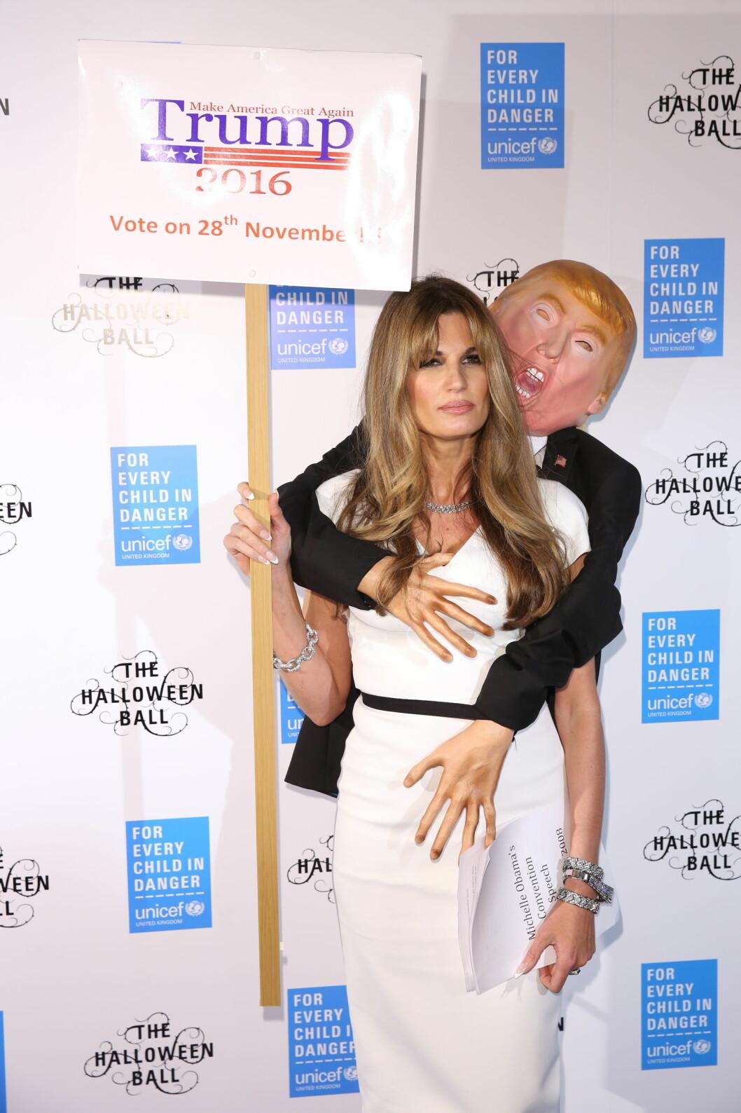 KLÅING: Halloween-utkledningen «Original Trump Groper» er ment som et stikk mot presidentkandidat Donald Trump. Foto: wenn.com