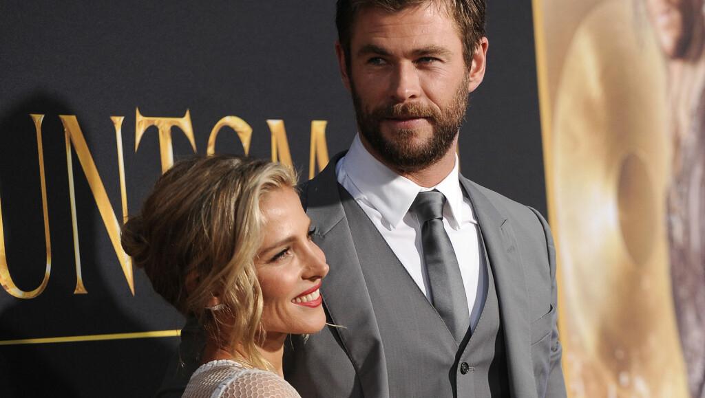 SLÅR TILBAKE: Chris Hemsworth og kona Elsa Pataky har sett set lei av at de spekuleres i om de skal skilles. Derfor slår de tilbake mot ryktene på Instagram.  Foto: Pa Photos