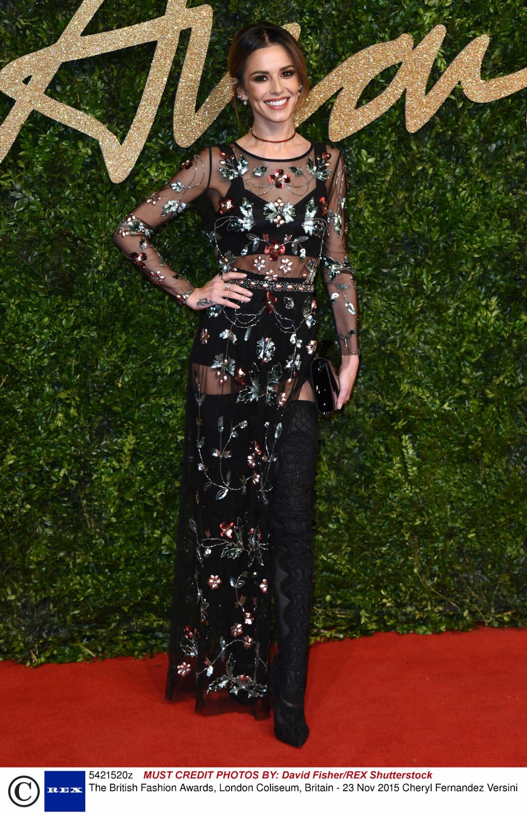 <strong>BOHEMSK:</strong> Cheryl Fernandez-Versini i en paljettbesatt Topshop-kjole stylet med høye Sergio Rossi-støvletter og 90-tallsinspirert halskjede. Foto: Rex Features