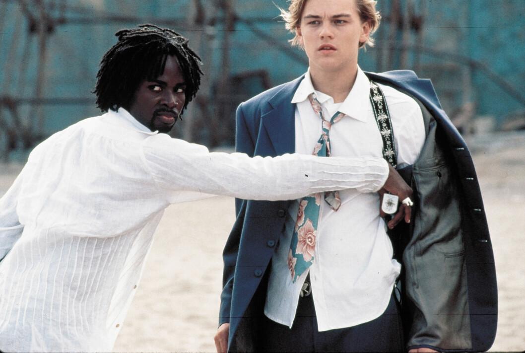 I 1996: Leonardo DiCaprio ble en ungpikedrøm for mange etter at han spilte i Baz Luhrmann-filmen «Romeo + Juliet». Her i en scene med Harold Perrineau. Foto: 20TH CENTURY FOX / MORTON, MERRICK