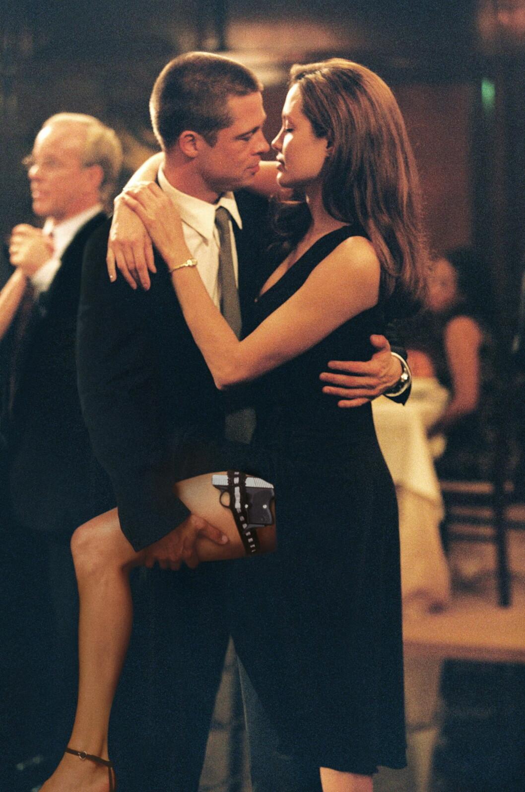 """FALT FOR HVERANDRE PÅ JOBB: Pitt og Jolie har innrømmet at de innledet et forhold med hverandre mens de spilte inn filmen """"Mr & Mrs. Smith"""" i 2004. Brad var den gang gift med Jennifer Aniston. Nå utsettes han for nye utroskapsrykter. Foto: Zuma Press"""