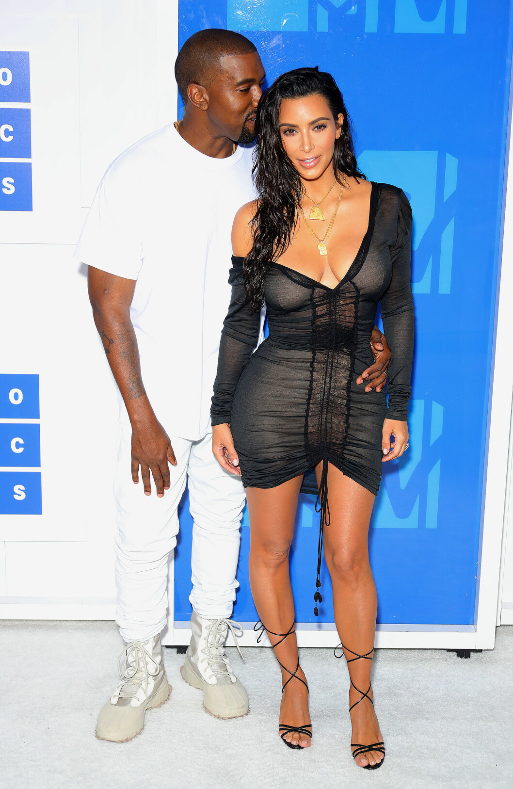 SUPERPAR: Kanye West og Kim Kardashian kom sammen på MTV VMAs i Madison Square Garden i New York søndag 28. august. Foto: Splash News