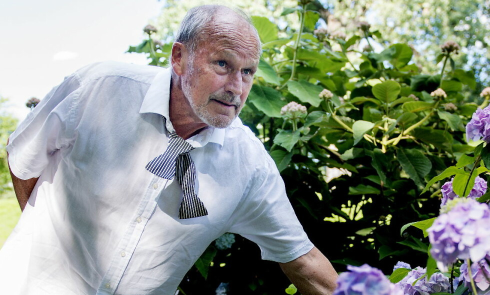 RAMPEBESTEFAR: Erik Poppe mener Per Fugelli er som en rampete bestefar. I deres felles filmprosjekt drar de blant annet til Botanisk hage på Tøyen og stjeler blomster. - Per mener ikke alle bør stjele blomster, men at alle har godt av å gjøre småulovlige ting av og til, sier Poppe. Foto: Siv Johanne Seglem /Dagbladet Per Fugelli