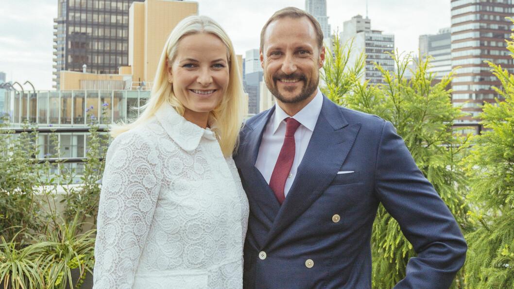 STILLER OPP: Søndag går kronprinsesse Mette-Marit og kronprins Haakon med bøsser til inntekt for Røde Kors og TV-aksjonen.  Foto: NTB scanpix