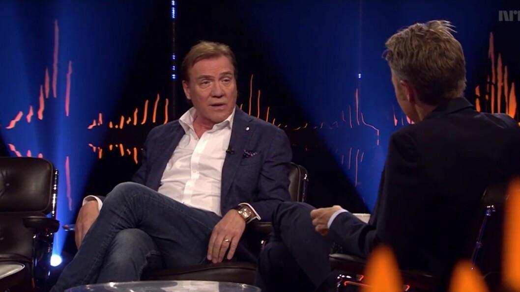 ET HELVETE: - Å leve med alkohol er som å være i et mentalt fengsel, sier Christer Sjögren i en samtale med Fredrik Skavlan.  Foto: NRK