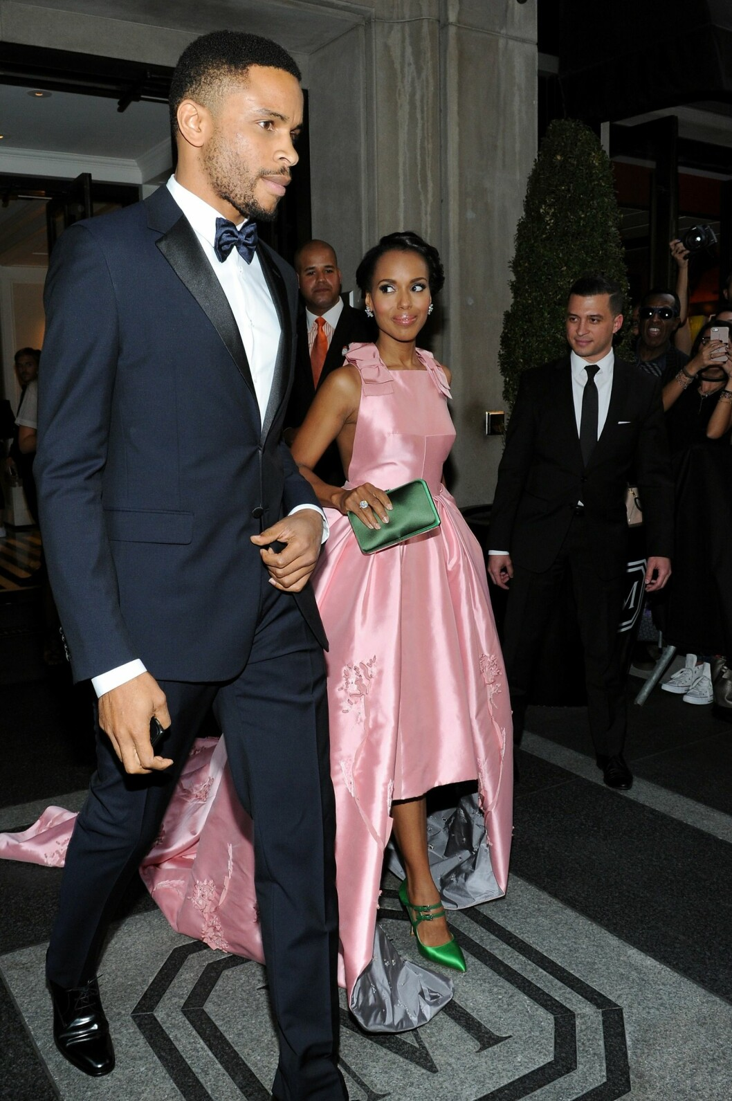 SVÆRT PRIVATE: Her haster Kerry Washington og ektemannen forbi fotografene under Met Galaen i New York i mai i fjor.  Foto: Afp
