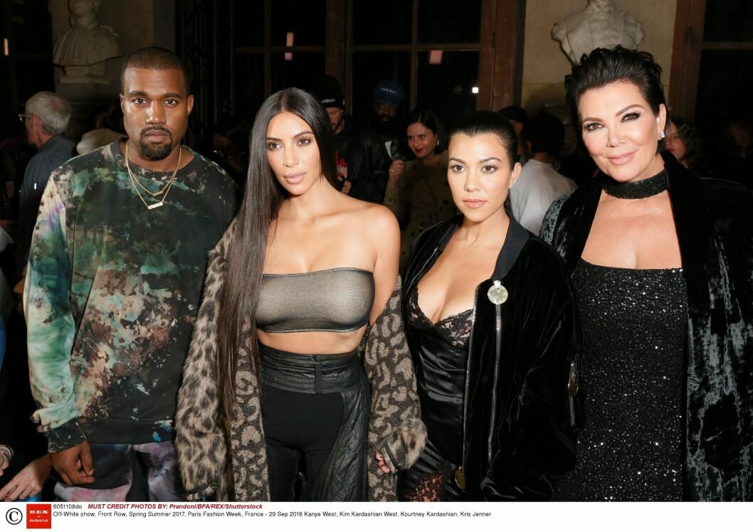 CELEBERT BESØK: Både Kanye West, Kim og Kourtney Kardashian og Kris Jenner var på plass i Paris under moteuka. Her er de på Off-White-visninga 29. september, noen få dager før ranet.  Foto: Matteo Prandoni/BFA/Rex Features/ NTB Scanpix