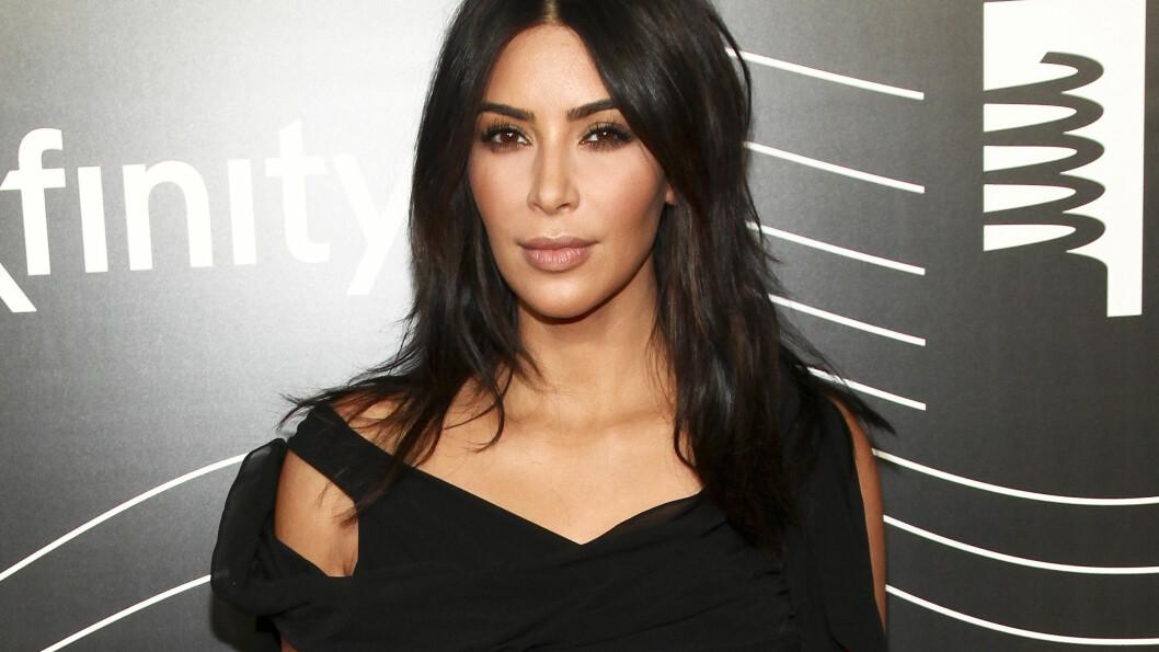 TAR EN PAUSE: Kim Kardashian West har holdt en lav profil etter ranet i Paris. Nå røper assistenten hennes hvordan hun har det etter sjokkranet.  Foto: Ap/ NTB Scanpix