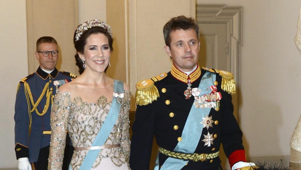 MÅ GÅ MED NAKKEKRAGE I 12 UKER: Det danske hoffet bekrefter at kronprins Frederik har skadet seg og må gå med nakkekrage. Foto: Polaris