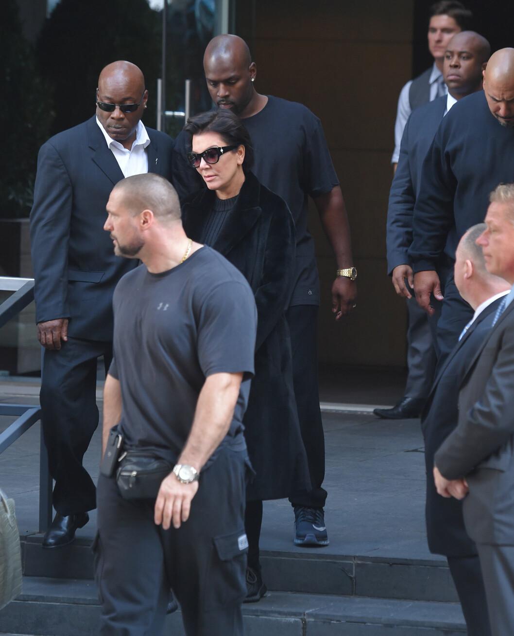 ØKER SIKEKRHETEN: Ikke bare Kim øker sikkherheten. Kris vil også øke sikkherheten til resten av Kardashian-familien. Foto: Buzzfoto.com