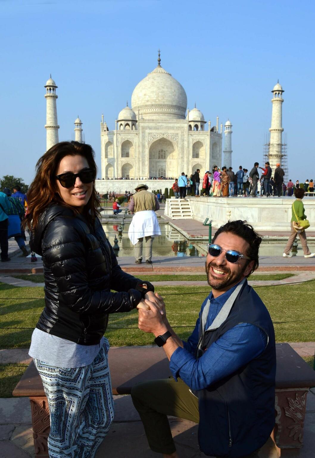 BLE MANN OG KONE: I mai i år giftet Eva og José seg. Her poserer de sammen utenfor Taj Mahal i Agra i India. Foto: Afp