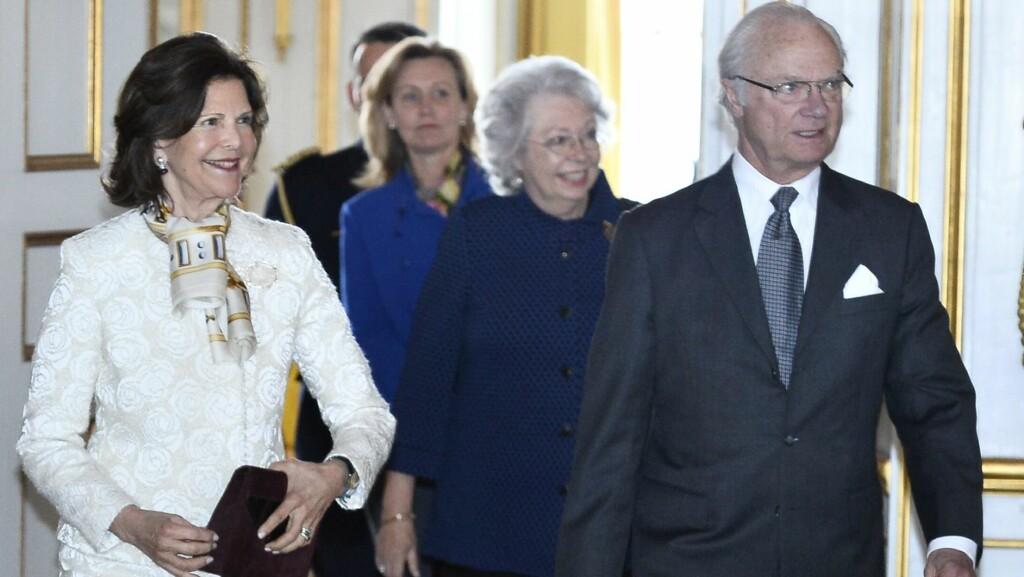 HAR BLITT RAMMET AV KREFT: Prinsesse Christina (midten) bekrefter at hun har blitt rammet av blodkreft. Her er hun sammen med sin lillebror, kong Carl Gustaf og dronning Silvia. Foto: TT NYHETSBYRÅN