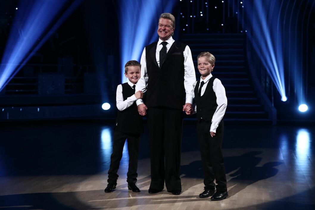 <strong>DANSET MED BARNA:</strong> Alex Rosén hadde med sønnene på dansegulvet lørdag kveld.  Foto: Thomas Reisæter/TV 2