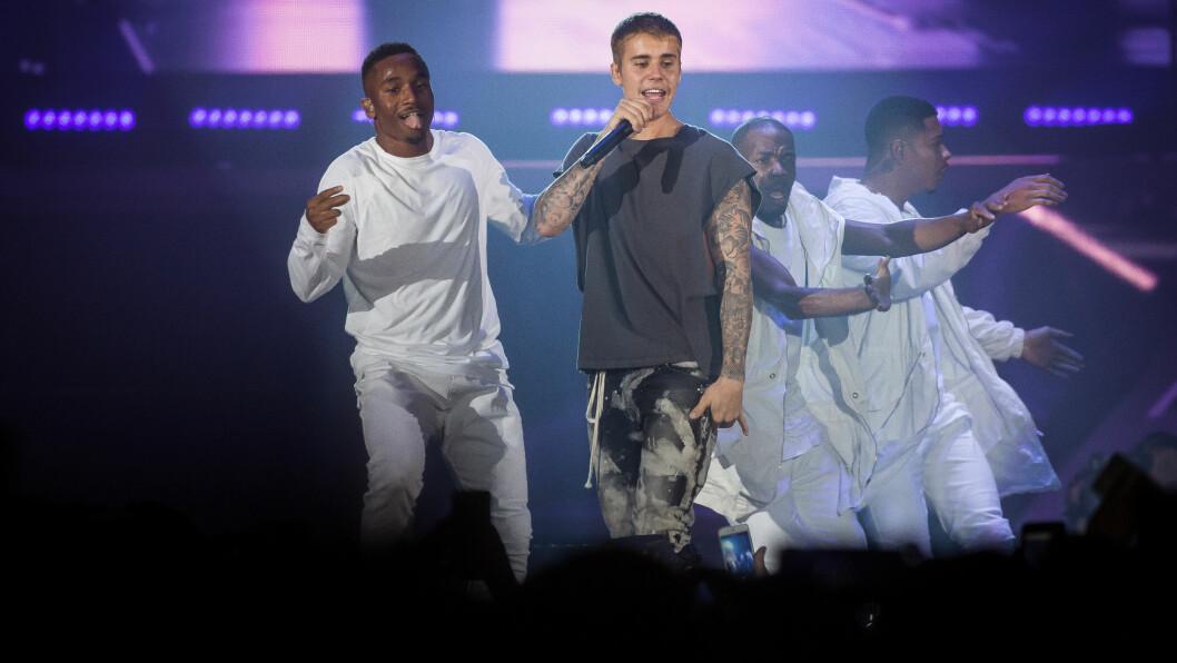 I NORGE: Justin Bieber holdt sin første av to konserter fredag kveld. Etter konserten ble han observert på flere utesteder i Oslo. Wilson står på bildet til høyre for Bieber.  Foto: Gonzales Photo/ NTB Scanpix